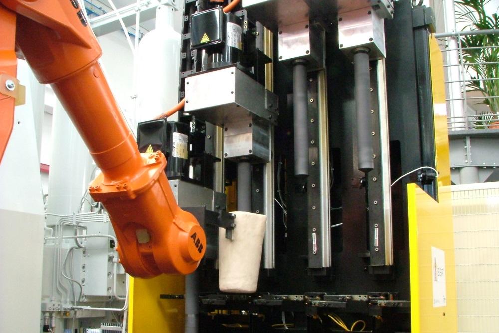 Rheocasting - système de brassage mécanique de l'alliage d'aluminium pour l'amener en phase semi-solide