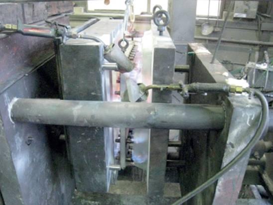 Préchauffage de l'outillage - dossier de siège aluminium.