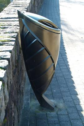 Corbeille Flore en fonte avec couvercle en aluminium.