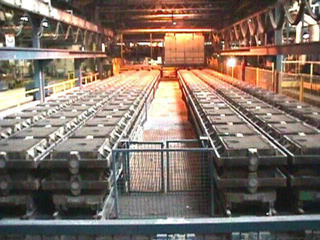 Chantier de moulage à vert en châssis à serrage haute pression par tir - Source Colombier-Fontaine.