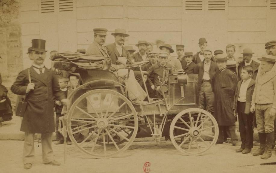 Volant magnésium - premier volant automobile en 1894 sur un véhicule Panhard.