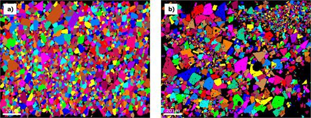 Figure 6 a) Carte EBSD d'un échantillon de métal dur conventionnellement fritté, chacun des grains étant individuellement colorés ; b) Carte EBSD d'un échantillon de métal dur fabriqué de manière additive en condition de fabrication, chacun des grains étant individuellement.