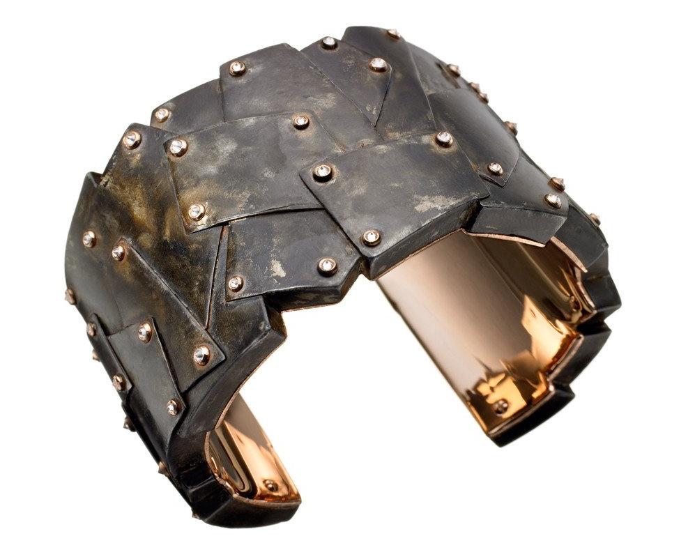 Fonderie47 recycle des armes en bijou de luxe.