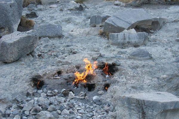 Flammèches de méthane et d'hydrogène naturel - Chimaera en Turquie.