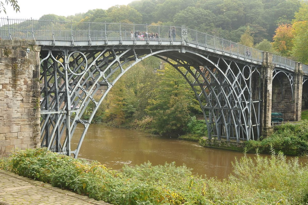 Construction de l' Iron Bridge métallique en 1779.