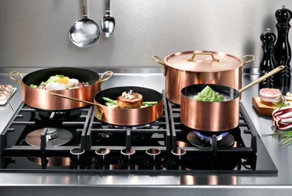 Ustensiles de cuisine en cuivre - art de la table.