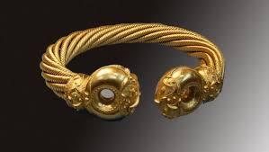Torque celtique en or.